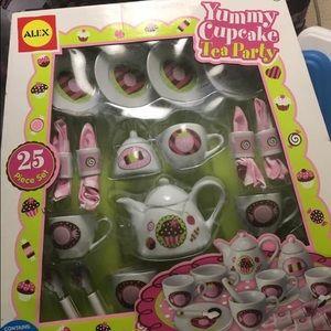 Alex Yummy Cupcake 25 Piece Tea Party Set